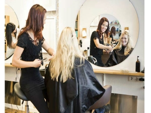 Health Risks From Beauty Parlor Know About Safety Checklist