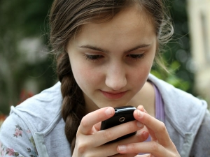 Tips Avoid Neck Pain Caused Your Smartphone