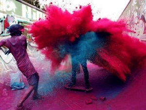Holi 2019 Play With These Colours On Holi As Per Your Zodiac Sign
