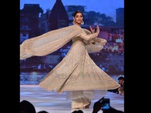Karan Johar Sonam Kapoor Shweta Bachchan Turn Showstoppers Abu Jani Sandeep Khosla