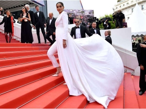 Cannes 2019 Sonam Kapoor Makes A Power Statement On The Red Carpet In Ralph Russo