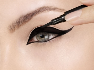 Is Eyeliner Bad For Your Eyes