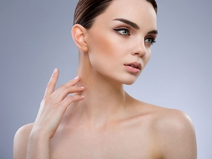 Make Your Neck Look Younger With These Effective Tips