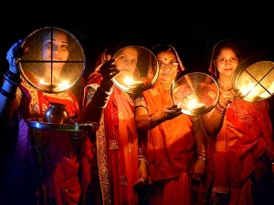 Karwa Chauth 2019 Date Muhurat Puja Vidhi Katha Significance