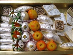 Know Why Chandi Ka Warq On Your Diwali Sweets Is Really Bad For Health