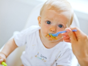 Foods To Avoid Feeding Your Baby During The First Year