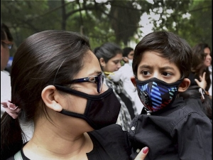Delhi Air Pollution Learn How To Wear The Anti Pollution Mask Correctly