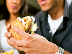 Do You Eat Really Fast Here Is What It Does To Your Body