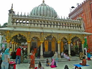 How Delhi S Hazrat Nizamuddin Dargah Began Celebrating Basant Panchmi