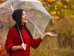 Know How To Do Monsoon Water Proof Makeup