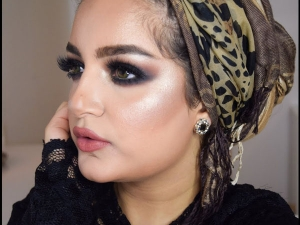 Use Arabic Makeup For Smokey Eye Makeup In Navratri