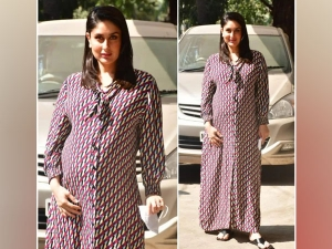 Bollywood Actress Kareena Kapoor Look In Printed Maxi Dress