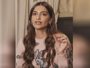 Sonam Kapoor Use This Diy Home Remedies For Soft Lips In Hindi