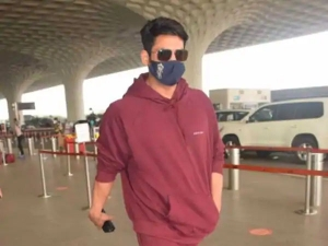 Sidharth Shukla Look Handsome In Maroon Tracksuit