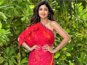 Shilpa Shetty Kundra Looks Stunning In Pink Saree Dress At Her Maldives Vacation