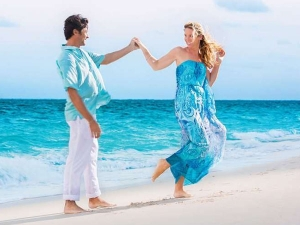 Skin Care Tips For Beach Honeymoon In Hindi