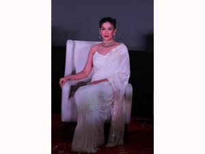 Gauhar Khan Look Stunning In White Saree Look
