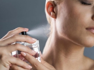 Perfume And Deo Can Harm Your Skin In Hindi