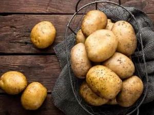 Boiled Potato Facepack For Glowing Skin In Hindi