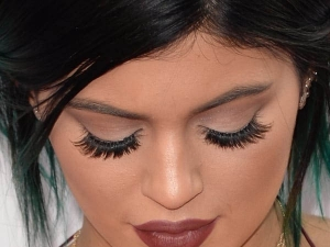 Semi Permanent Eyelashes Extensions Treatment Benefits Effects Use Cost In Hindi