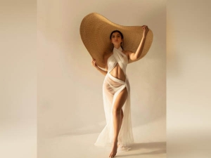 Shanaya Kapoor Sultry Looks In Transparent Dress Photo Goes Viral