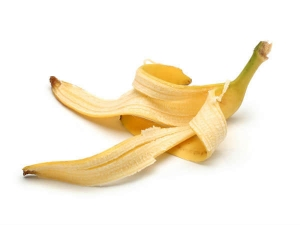 Use Banana Peels To Remove Black Spots On Face In Hindi