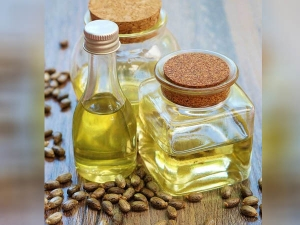 Use Castor Oil For Thicker Eyebrow In Hindi
