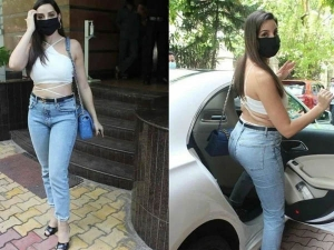 Attract Your Boyfriend After Lockdown In Crop Top And Blue Jeans Inspire By Nora Fatehi