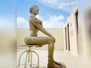 Urvashi Rautela Takes Mud Bath For Glowing Skin Know Its Benefits In Hindi