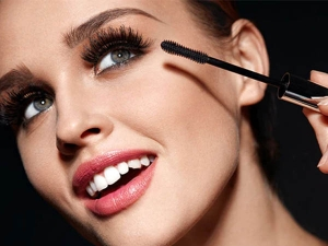 How To Apply Mascara Right Way In Hindi
