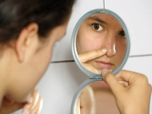 Use Salt And Toothpaste To Remove Blackheads And Whiteheads In Hindi