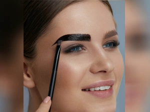 How To Colour Eyelashes And Eyebrows Naturally In Hindi