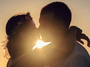International Kissing Day 2021 History Timeline And Traditions In Hindi