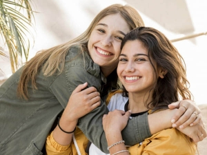Sister Day 2021 Date History And Significance In Hindi