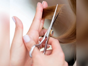 Trim Your Hair U Shape At Home In Hindi