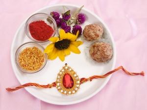 Raksha Bandhan 2021 Choose Rakhi Colour According Your Brother Zodiac Signs For Good Luck In Hindi