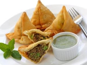 Easy Moong Dal Samosa Recipe In Hindi