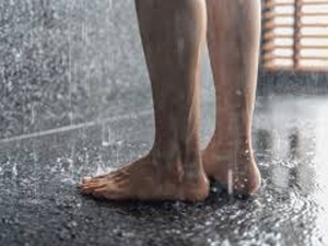Is It Bad To Pee In The Shower Benefits And Possible Risks In Hindi