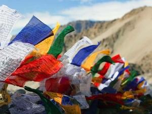 खूबसूरत तिब्बती झंडों को लगाने की है खास मान्यता