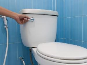 बाथरुम शेयर करने से भी फैलता है संक्रमण?