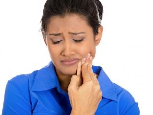 सर्दियों में क्यों बढ़ जाती है दांतों में सेंसिटिविटी
