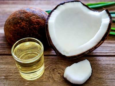 हॉवर्ड प्रोफेसर का दावा, किसी जहर से कम नहीं है नारियल तेल