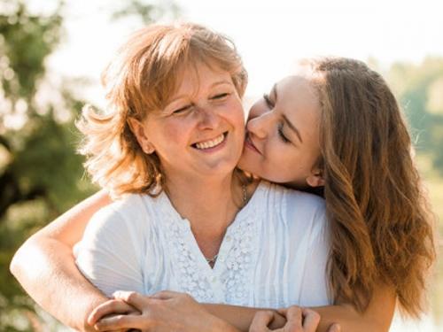 हैप्पी मदर्स डे: आपकी असली वॉरियर 'मां' का लॉकडाउन में रखें ख्याल, गिफ्ट छोड़िए ये हैं बेस्ट टिप्स
