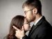 महिलाओं को रोमांटिक लगते हैं मर्दों के ये काम