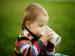 सोने से पहले बच्चों को दूध पिलाने से होते हैं ये नुकसान